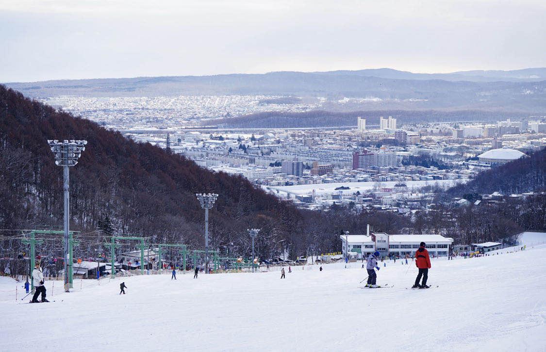 北海道滑雪 藻岩山滑雪場 白天遠眺市區